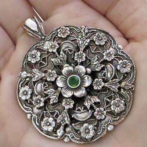 Jewelry - Vintage Flower Silver Pendant